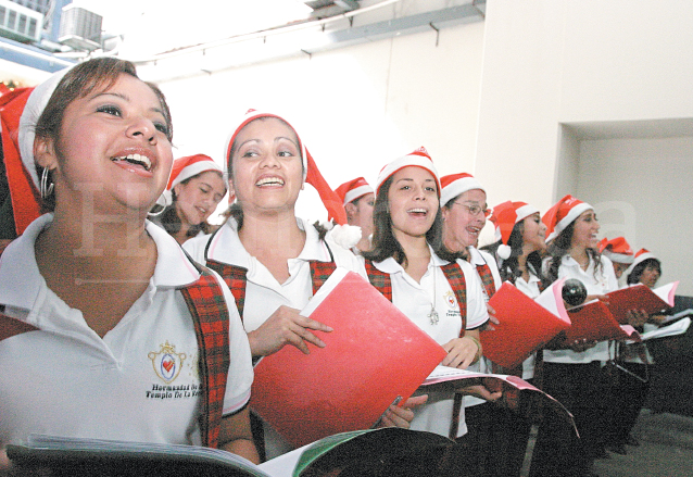 Coro de la Hermandad de Dolores del Templo de la Recolección. (Foto: Hemeroteca PL)