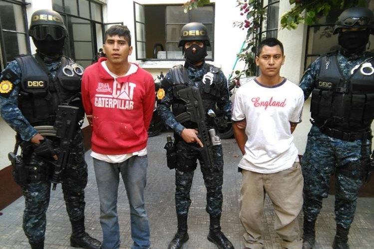 Los hermanos Quinteros Botzoc fueron detenidos acusados de haber asesinado y descuartizado a dos personas. (Foto Prensa Libre: Estuardo Paredes)