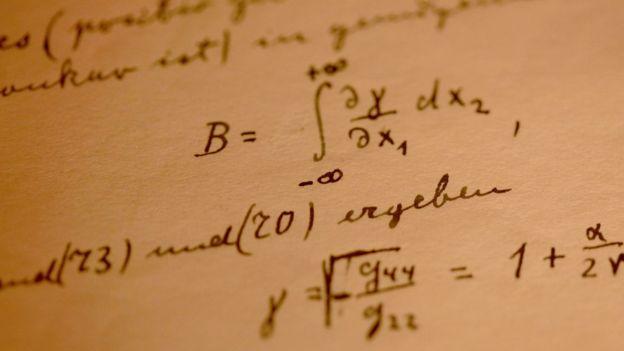 Un detalle de los apuntes de Albert Einstein sobre la Teoría General de la Relatividad. GETTY IMAGES