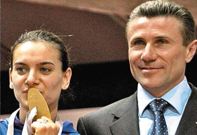 Isinbayeva junto a Serguéi Bubka, a quien dijo no conocer y después se volvió su consejero. (Foto: AS Color)