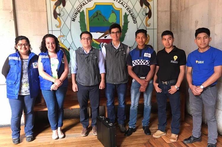 Los jóvenes recibieron la administración del Museo de Ferrocarril. (Foto Prensa Libre: cortesía SBX)