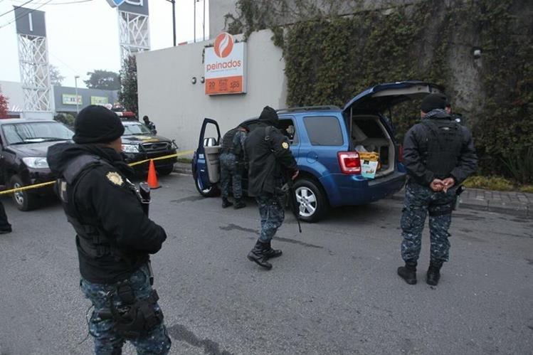 Uno de los automóviles interceptados en carretera a El Salvador con dinero oculto. (Foto Prensa Libre: Érick Ávila)