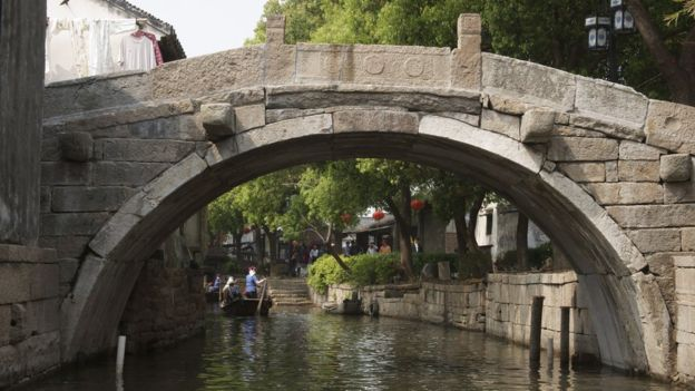 """Suzhou es conocida como """"la Venecia de Oriente"""" por su similitud con la ciudad italiana. KENJI HASHIMOTO/SEBUN PHOTO"""