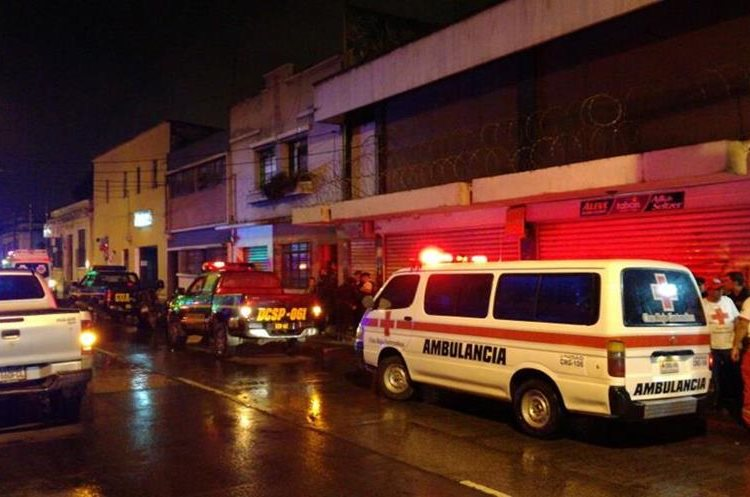 PNC y Cruz Roja permanecen en uno de los lugares donde ocurrió el incidente armado. (Foto: Cruz Roja)