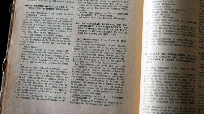 """El documento de la Universidad de Chile, de 1938, que explica por qué la institución no puede """"invitar"""" a Sigmund Freud a vivir en el país.UNIVERSIDAD DE CHILE"""