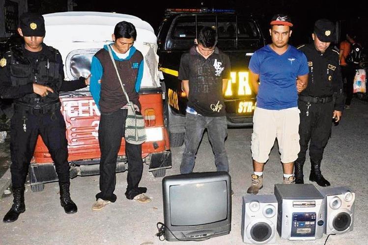 La policía detuvo en Santa Rosa, a tres personas sindicadas de robos a viviendas, en julio recién pasado.(Foto Prensa Libre: Hemeroteca PL)