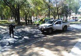 Ataque armado en la zona 13 deja a un conductor muerto en un supuesto intento de robo. (Foto Prensa Libre: Estuardo Paredes)