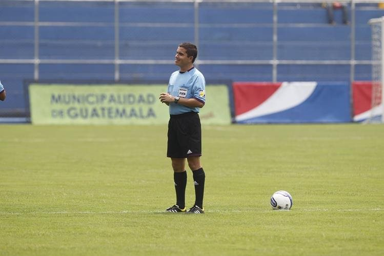 Jonathan Polanco será el árbitro central en el duelo de Petapa y Antigua GFC. (Foto Prensa Libre: Hemeroteca PL)