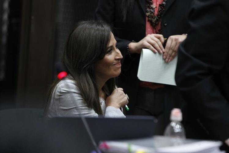 vivian Urízar en el Juzgado de Mayor Riesgo B, para la audiencia de primera declaración. (foto Prensa Libre: Paulo Raquec)