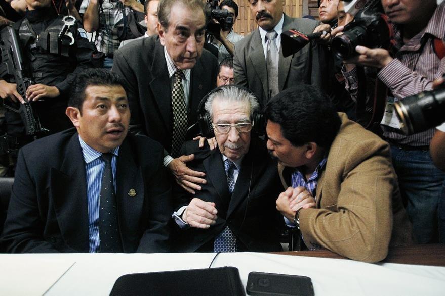 Momento en el que Ríos Montt conoce la sentencia por Genocidio en 2013. (Foto Prensa Libre: Hemeroteca)