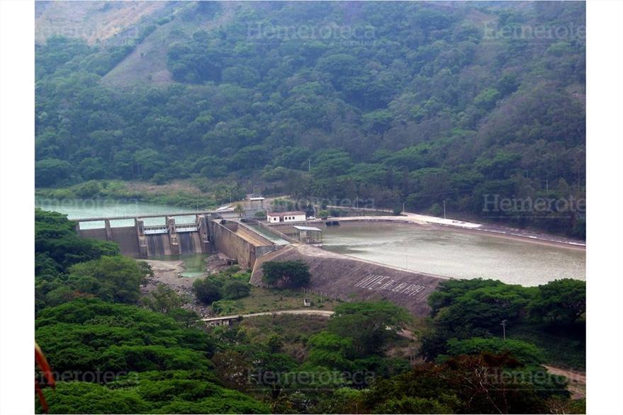 Vista reciente de la hidroeléctrica Aguacapa, ubicada entre Santa Rosa y Escuintla. (Foto: Hemeroteca PL)