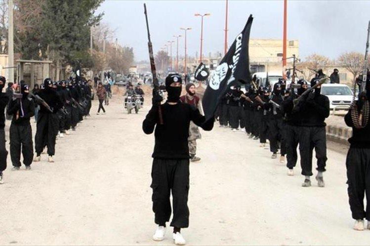 El grupo Estado Islámico es acusado de utilizar métodos sanguinarios contra los propios musulanes por otros grupos radicales como Al Qaeda. (Foto: analítica.com)