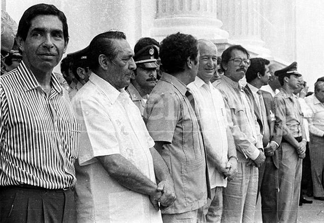 En la fotografía aparecen durante el acto inagural de la Reunión en Esquipulas, los presidentes Óscar Arias, de Costa Rica; Napoleón Duarte, de El Salvador; Vinicio Cerezo, de Guatemala; Jose Azcona, de Honduras; y Daniel Ortega, de Nicaragua.  (Foto: Hemeroteca PL)