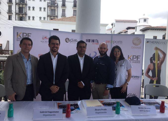Los organizadores de la segunda edición de la exposición fitness & sports brindan detalles de la actividad. (Foto Prensa Libre: Eduardo González)