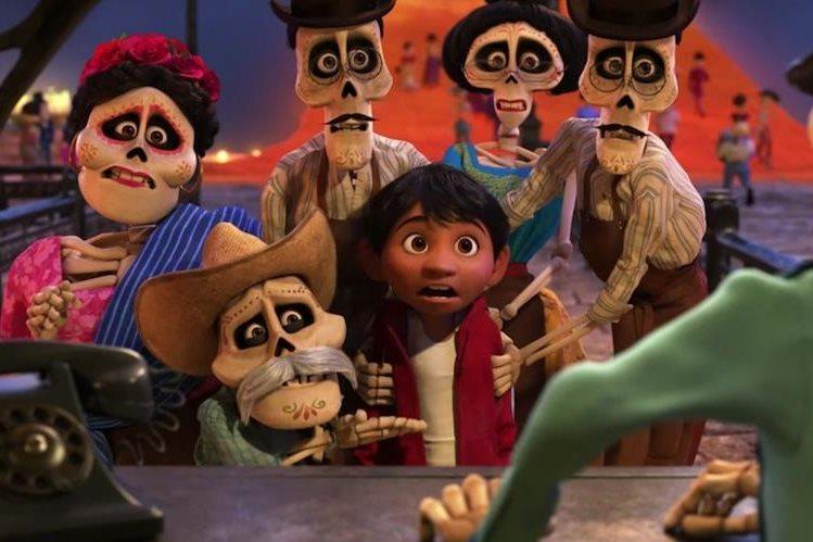 """""""Coco"""" es protagonizada por Miguel, un chico que aspira a convertirse en músico y sin quererlo viaja al mundo de los muertos. (Foto Prensa Libre: YouTube)"""