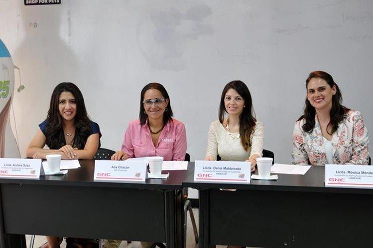 Andrea Sosa, Ana Chacón, Diana Maldonado y Mónica Méndez durante la presentación de la Carrera por tu Salud. (Foto Prensa Libre: Gloria Cabrera)
