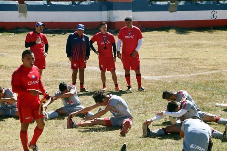 Ronald Gómez ya dirige los entrenamientos de Xelajú MC. (Foto Prensa Libre: Carlos Ventura)