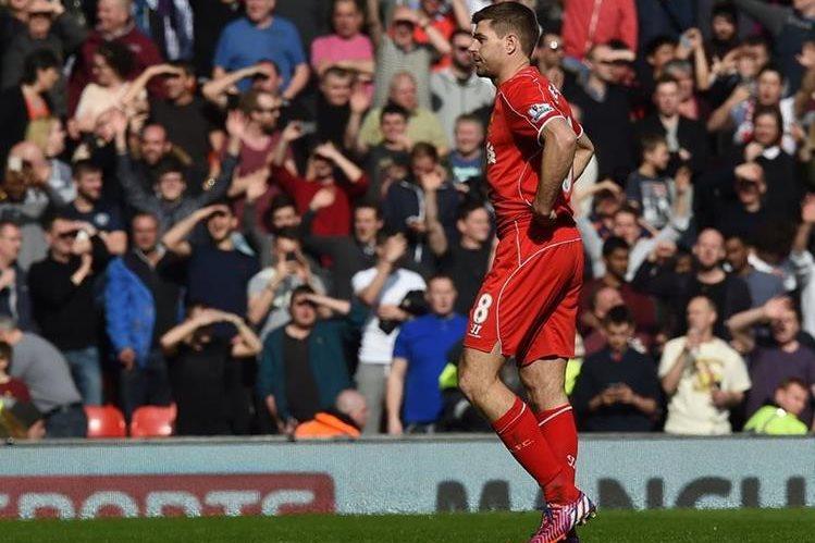 El excapitán del Liverpool, Gerrard, tiene su destino en la Sub 18 del Club. (Foto Prensa Libre: AFP)