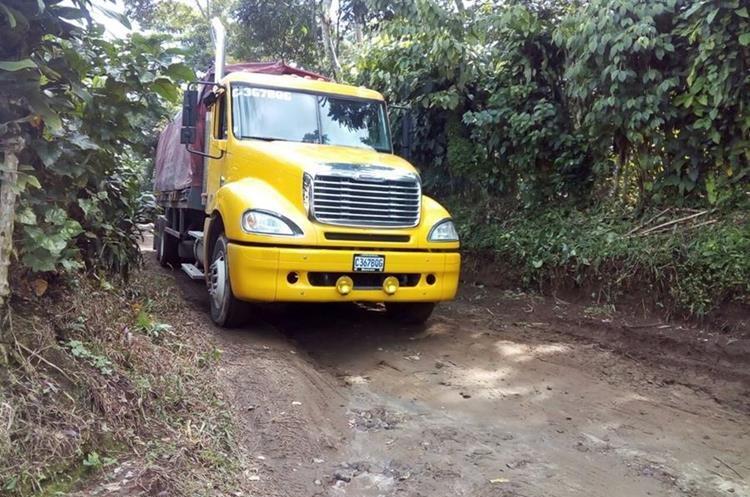 Esta es la ruta alterna que utilizan automovilistas para evitar el área del hundimiento, entre el km 188 y el 191 de la ruta que conecta a Retalhueu con Quetzaltenango. (Foto Prensa Libre: Carlos Ventura)