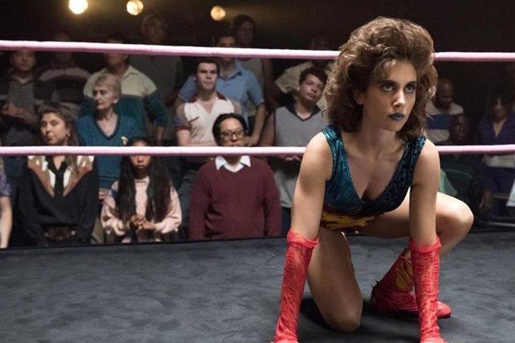 Glow es la nueva producción de Netflix inspirada en la lucha libre femenina. (Foto Prensa Libre: YouTube)