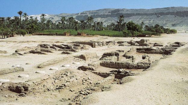 Sólo quedan huellas de la ciudad que fue el sueño realizado de Akenatón y Nefertiti. GETTY IMAGES