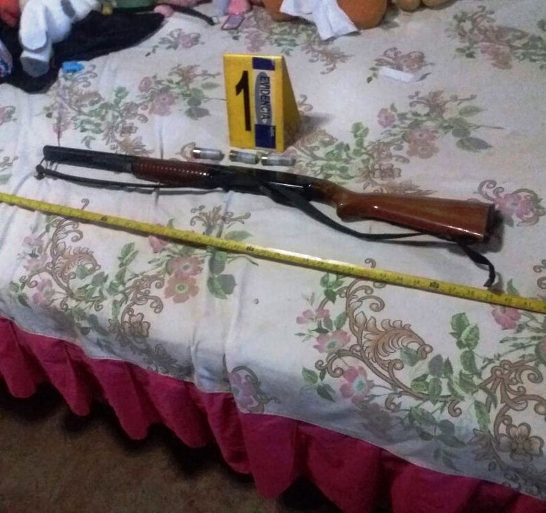 Arma de fuego incautada durante operativos de la PNC en Santa Rosa. (Foto Prensa Libre: PNC)