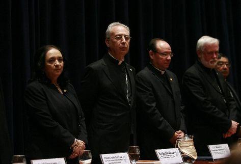 Dominique Mamberti, secretario de la Santa Sede —Izq.—, durante su última actividad en el país.