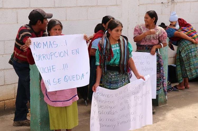 Los manifestantes apoyan al comisionado Iván Velásquez, de la Cicig. (Foto Prensa Libre: Héctor Cordero)