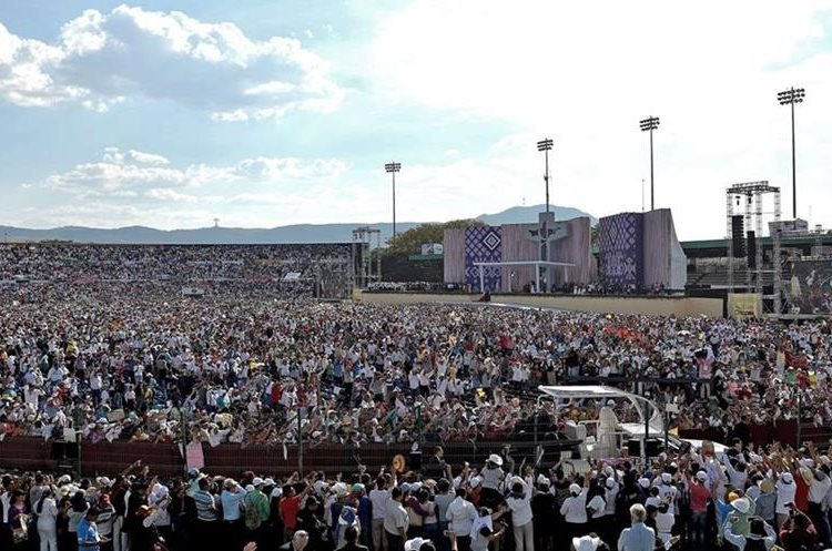 "General view of the meeting of Pope Francis with families in the ""Víctor Manuel Reyna"" stadium in Tuxtla Gutierrez, Chiapas state, Mexico on February 15, 2016. Pope Francis reached out to Mexico"