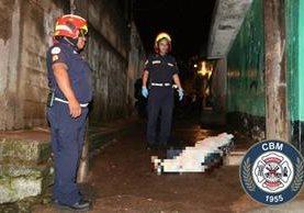 Lugar donde fue asesinado uno de los dos jóvenes en El Milagro, zona 6 de Mixco. (Foto Prensa Libre: Bomberos Municipales).