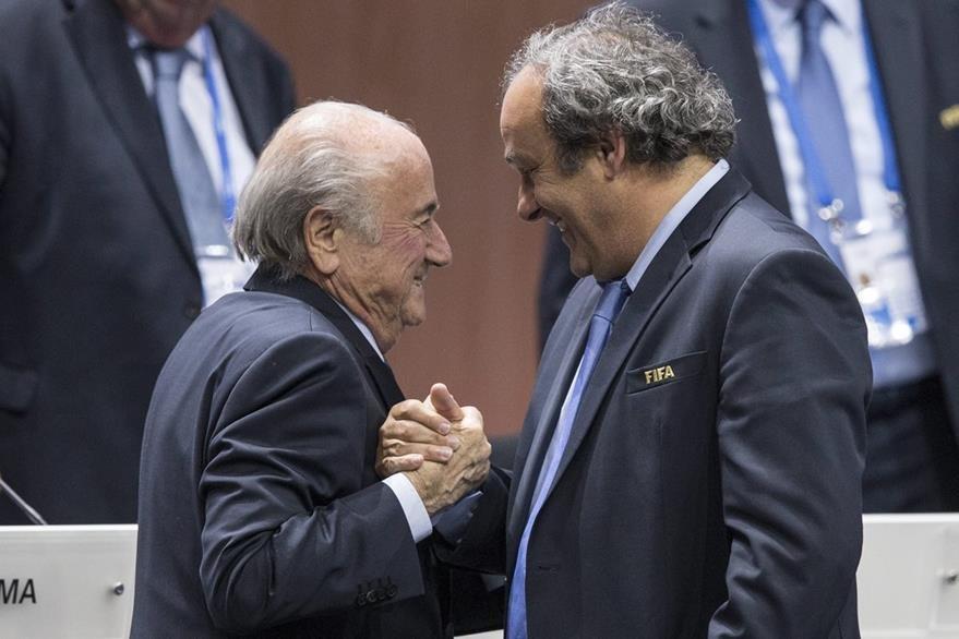 Foto tomada en mayo de 2015, Blatter y Platini. (Foto Prensa Libre: AFP)