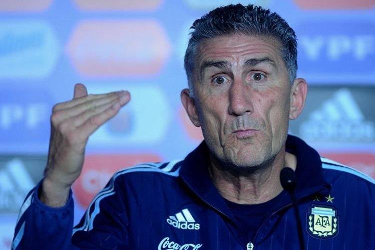 Esta semana se podría definir la continuidad o no del técnico Edgardo Bauza en Argentina. (Foto Prensa Libre: Hemeroteca)