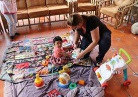 La menor recibe cuidados especiales en el Hogar Mi Casita en Antigua Guatemala. (Foto Prensa Libre: Renato Melgar).