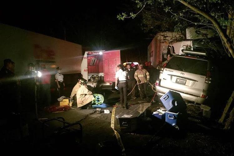 Vehículo en el que viajaba Luís Armando Cruz López, queda destruido durante choque en Los Amates, Izabal. (Foto Prensa Libre: Dony Stewart)