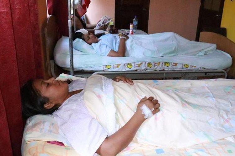 Las socorristas se encuentran internadas en un centro asistencial privado en Mazatenango, Suchitepéquez. (Foto Prensa Libre: Cristian Icó)