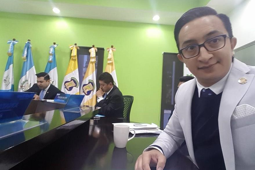Jonathan David Colindres González, síndico segundo de la Municipalidad de Mixco. (Foto Prensa Libre: Facebook)