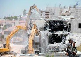 El Tribunal Supremo israelí ordenó el  la demolición de un  complejo residencial en un asentamiento en Cisjordania.  (Foto Prensa Libre:AFP).