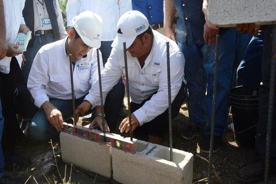 Presidente Jimmy Morales participa en acto inaugural de construcción de edificio, en Río Hondo, Zacapa. (Foto Prensa Libre: Víctor Gómez)