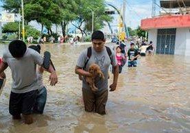 Los limeños no estaban preparados para inundaciones de este tipo. (Foto Prensa Libre: EFE)