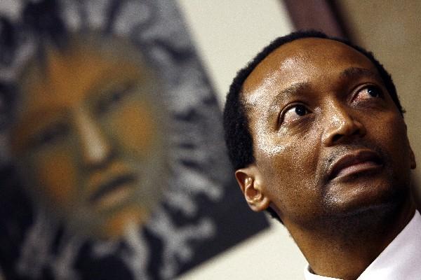 <p>Patrice Motsepe donó la mitad de su fortuna en beneficio de los pobres. (Foto Prensa Libre: AFP)<br></p>