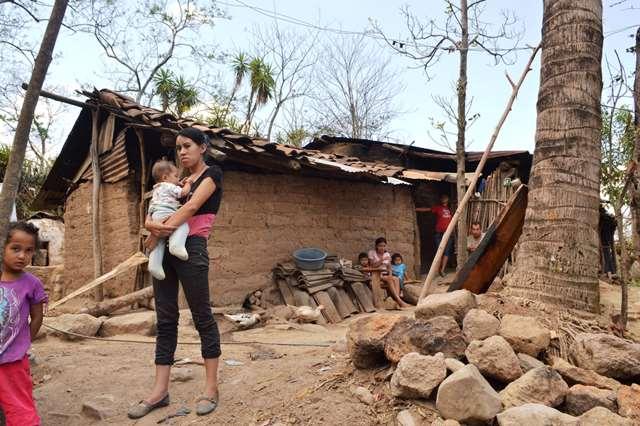 Pobladores de  Jumaytepeque, Nueva Santa Rosa, viven en extrema pobreza. (Foto Prensa Libre: Oswaldo Cardona)
