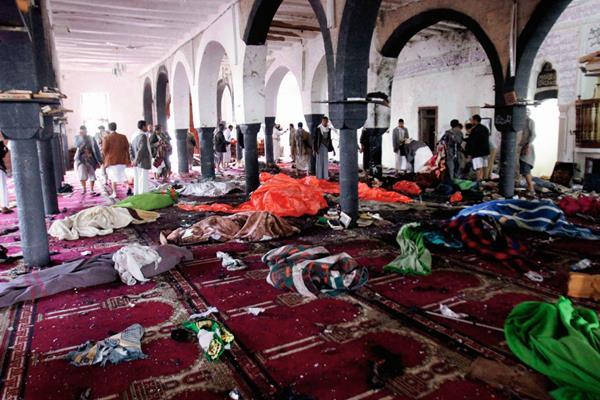 Cuerpos de personas muertas en el atentado en Saná, Yemen(Foto Prensa Libre:AP)
