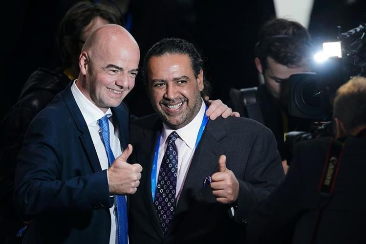 Ahmad al-Fahad Al-Sabah junto a Gianni Infantino en febrero de 2016. (Foto Prensa Libre: AFP)