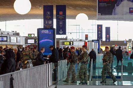 Medidas se seguridad han aumentado en toda Francia.