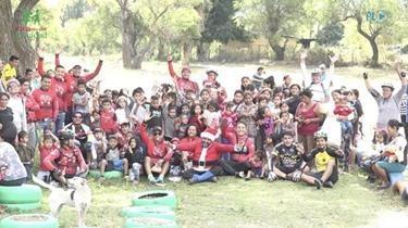 Llevan regalos y alegría a niños de comunidad necesitada