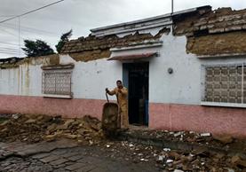 Sismo de magnitud 6.6 grados Richter dejó daños en varias viviendas de Quetzaltenango. (Foto Prensa Libre: Carlos Ventura)