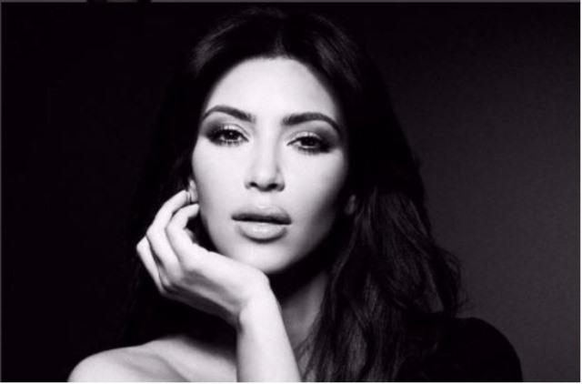 Kim Kardashian siempre ha demostrado que sabe celebrar su cumpleaños a lo grande pero este año lo hizo de forma discreta. (Foto Prensa Libre: Tomado del Instagram de Kim Kardashian)