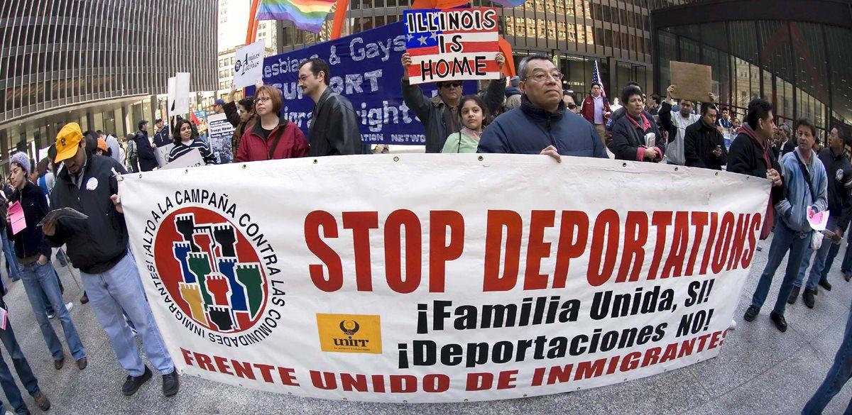 Una de las manifestaciones en Chicago, Illinois para pedir el cese de las redadas y deportaciones de inmigrantes. (Foto Hemeroteca PL)