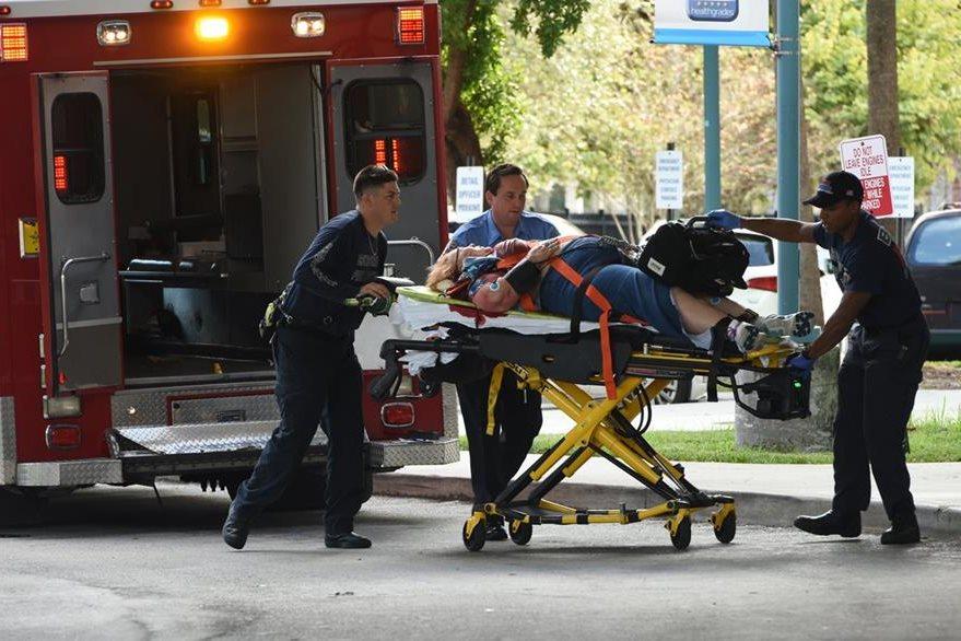 Al menos una decena de heridos se registró en el aeropuerto de Fort Lauderdale. (Foto Prensa Libre: AP).