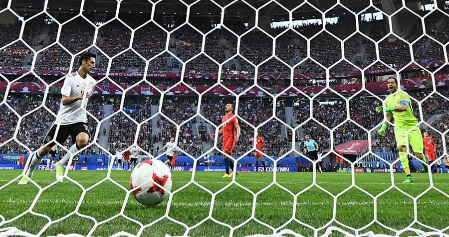 Lars Stindl marca el gol de Alemania contra el campeón de América.